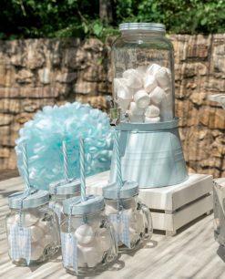 boccali azzurri in vetro con coperchio