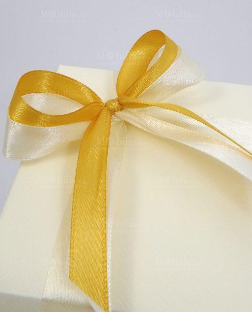 bomboniera confezionata con fiocchi giallo