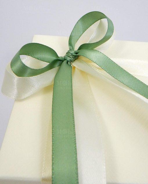 bomboniera confezionata con fiocchi verde