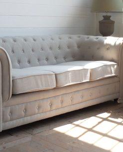 divano chesterfiel 3 posti in tessuto bianco
