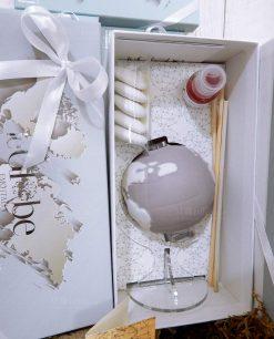 bomboniera diffusore globo lilla con fragranza confetti e nastro bianco