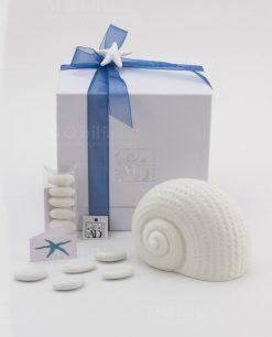 bomboniera lampada led conchiglia ceramica bianca con applicazione gessetto stella marina linea portofino ad emozioni