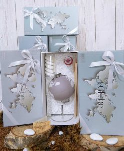 bomboniera profumatore globo porcellana lilla con fragranza confetti e nastro bianco