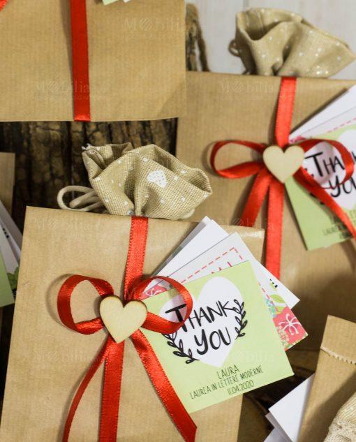 bomboniera solidale sacchettino con semi fiocco rosso con applicazione cuoricino legno