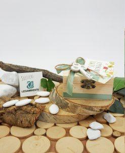 scatolina legno con nastro verde e chiave con semi di ortaggi