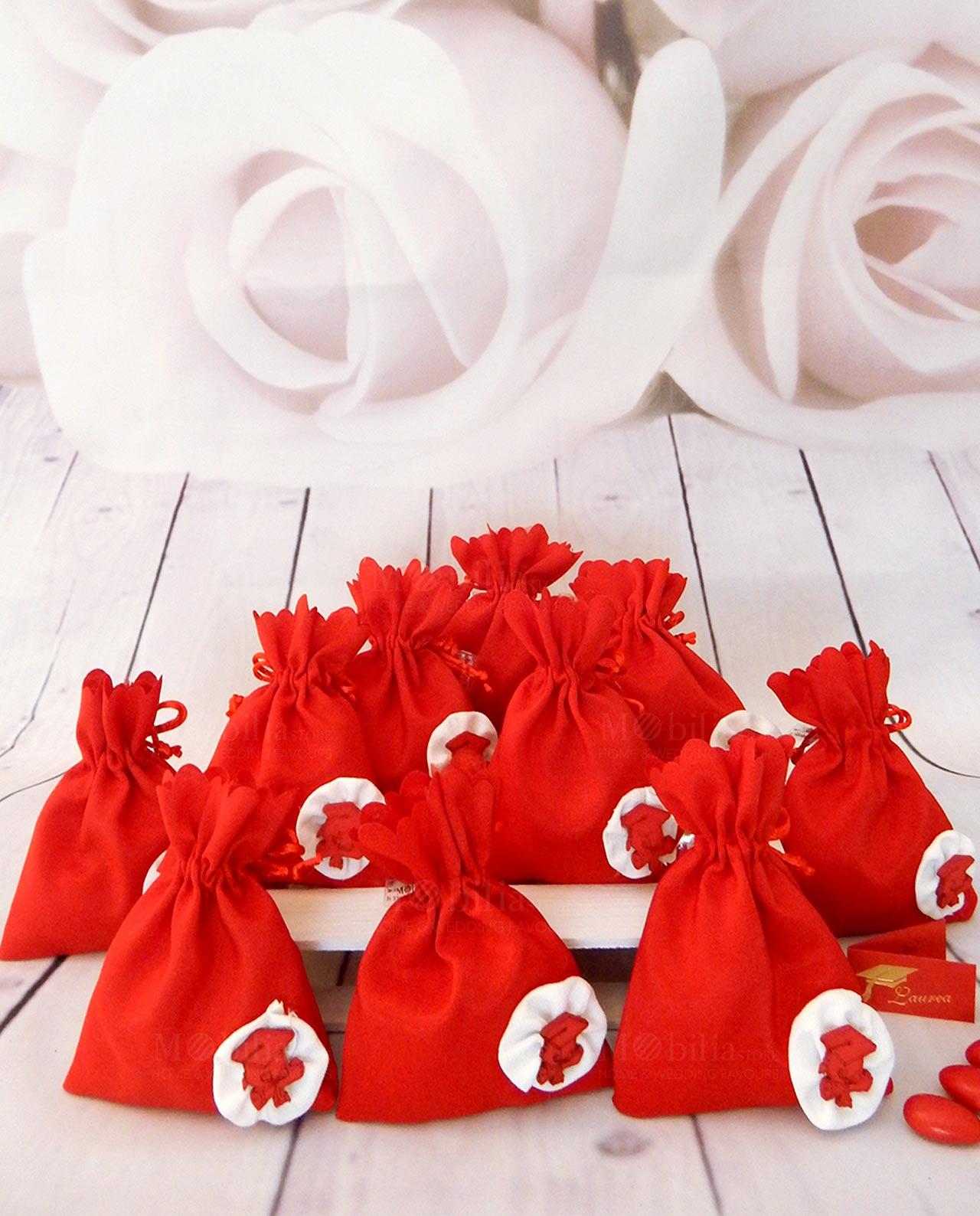 Sacchetto cotone rosso con cappello e pergamena Laurea - Mobilia ... 79472c0874db