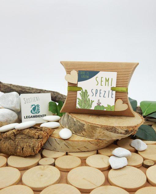 scatolina con semi di spezie e cuori legno