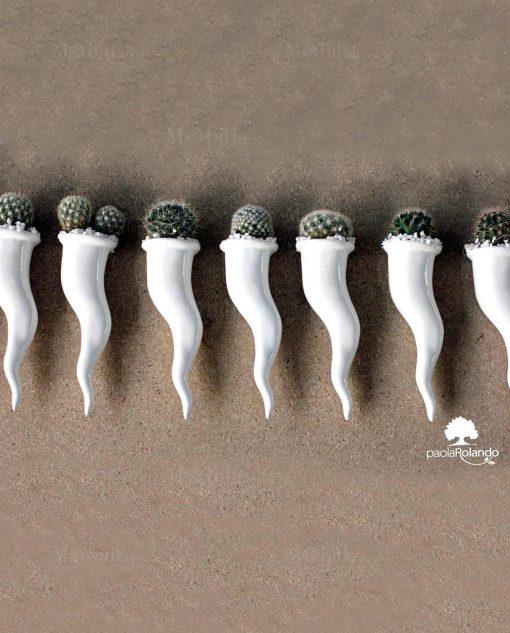 corno in ceramica con pianta grassa paola rolando