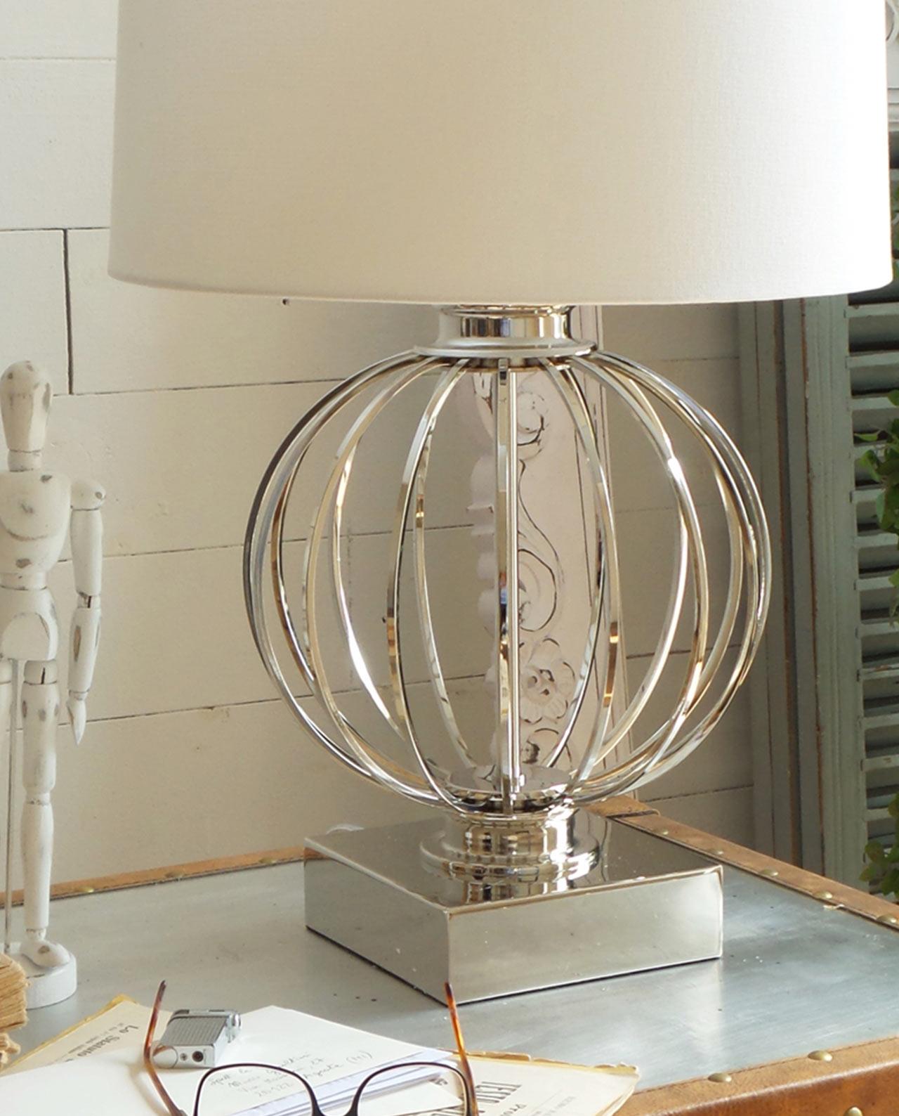 Sedie pieghevoli bianche ferro shabby - Lampada da tavolo moderna ...