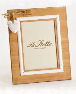 portafoto in legno con cuori bianchi