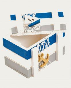 scatola con coperchio in legno con ancora e barca