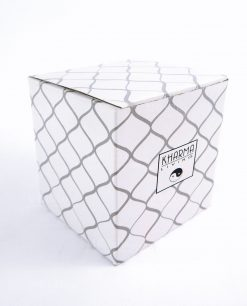 scatola kharma living cartoncino bianco con rombi grigi
