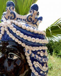 teste di moro grandi con decori bianchi e blu ceramica di caltagirone
