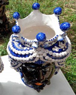 teste di moro in ceramica colorata nera di caltagirone corona bottoni blu