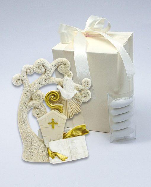 bomboniera albero con cappello papale bastone e libro con scatola