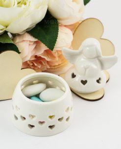 bomboniera angioletto portaconfetti porcellana bianca con cuoricini traforati