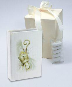 bomboniera confezionata vangelo cartoncino con stampa cappello papale