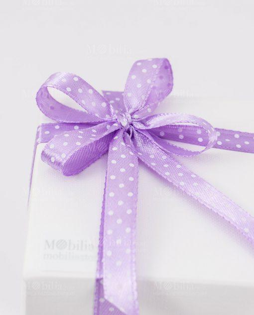 bomboniera sculturina bambina che prega dettaglio fiocco viola pois