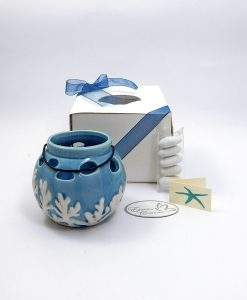 lanterna con manico in porcellana blu con coralli bianchi in rilievo