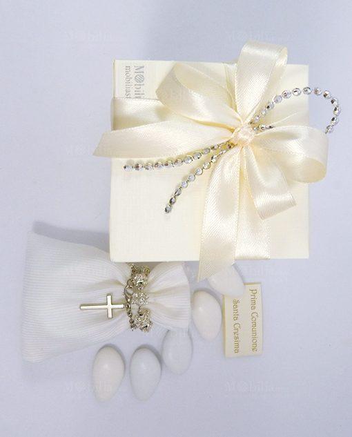 bomboniera sacchettino con rosario confezionato con scatola panna