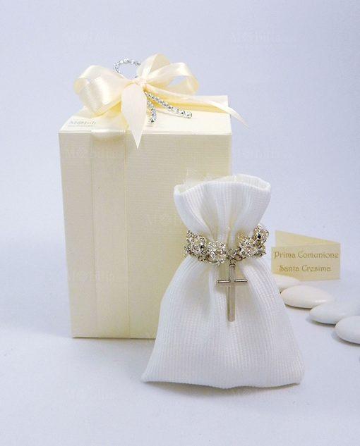bomboniera rosario con strass confezionato su sacchettino bianco a righe