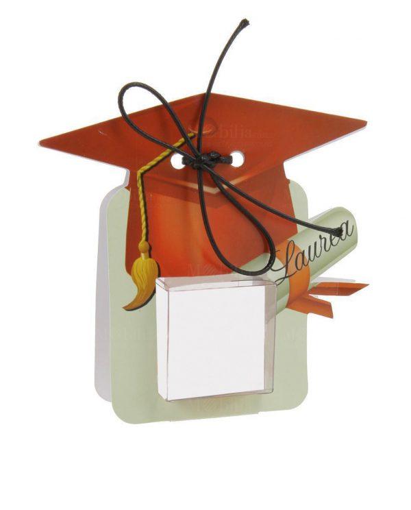 portaconfetti-a-forma-di-tocco-rosso-con-pergamena