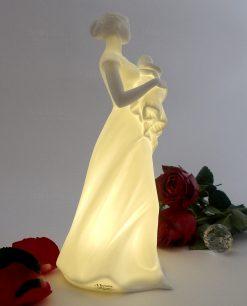 scultura in porcellana biscuit maternità con bimbo in braccio morena