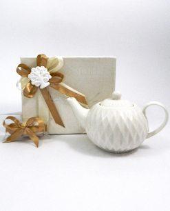 bomboniera teiera in porcellana bianca con gesso albero della vita bianca