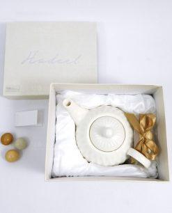 bomboniera tema te teiera in porcellana bianca confezionata