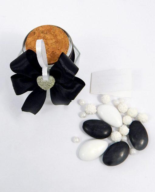 bomboniera barattolo in vetro confezionato con cuore strass