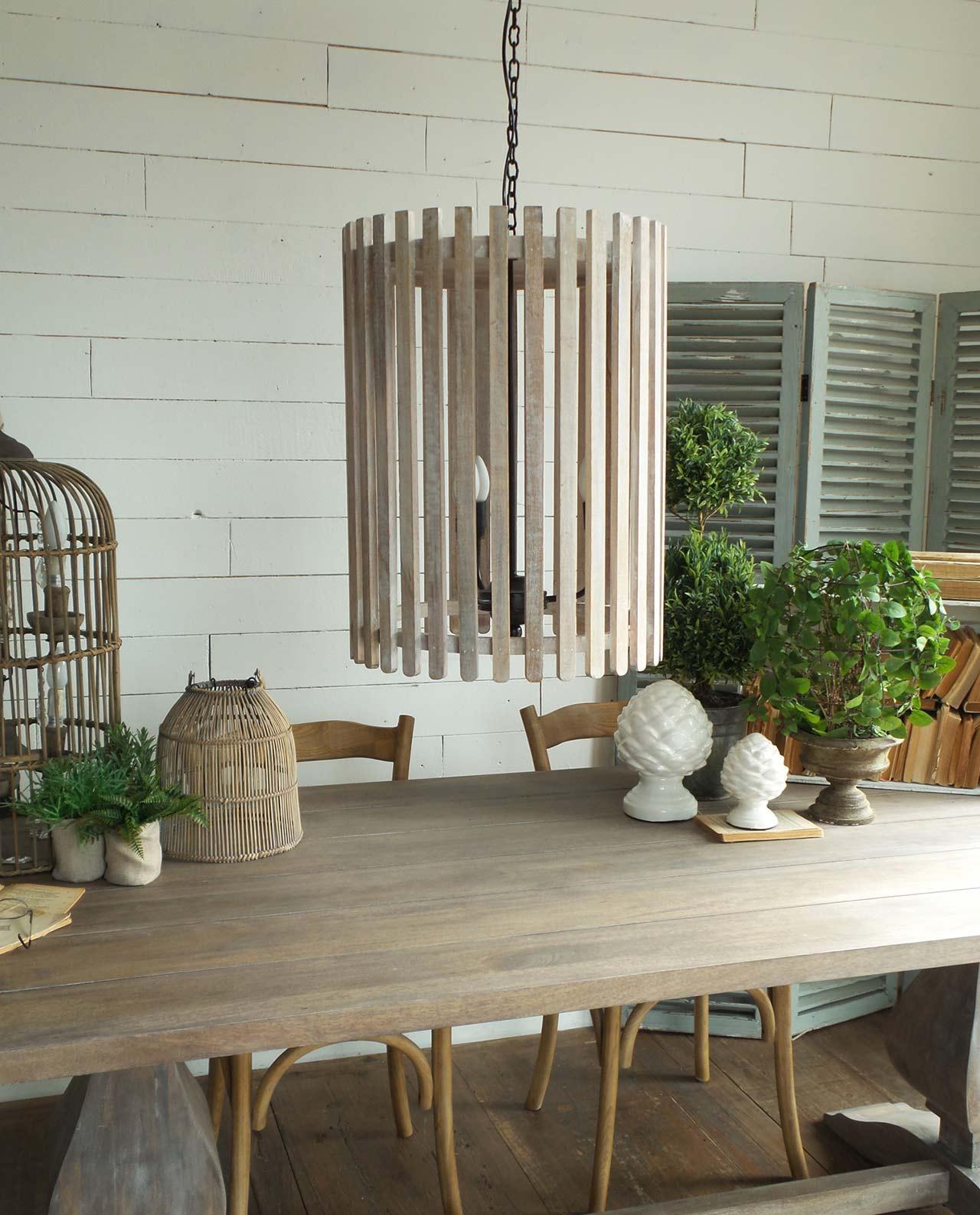 Lampadario a sospensione cilindrico in legno naturale for Lampadario legno moderno