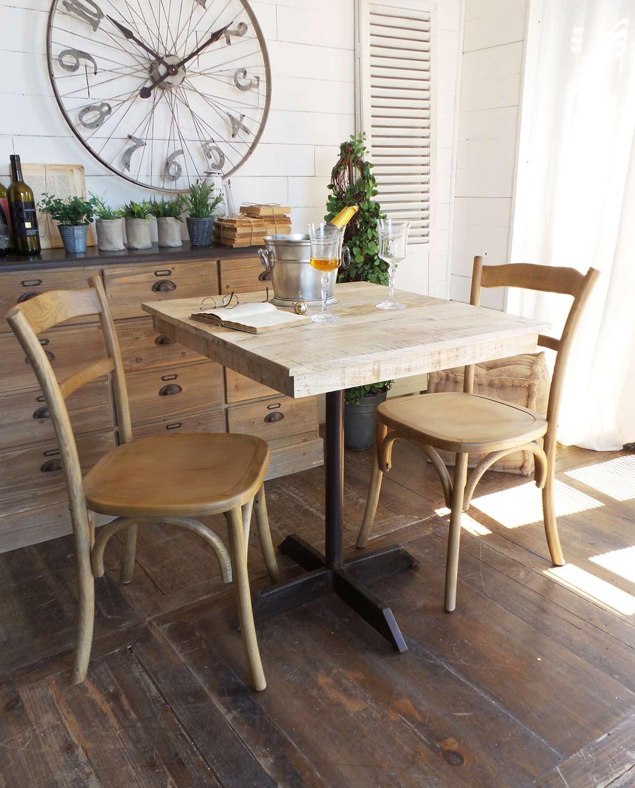 Tavolo quadrato in legno naturale e piede in ferro battuto for Tavolo legno quadrato