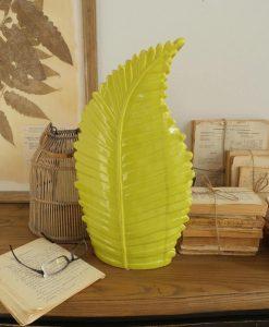vaso a forma di foglia giallo