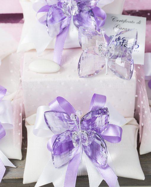 bomboniera farfalla cristallo tufao su sacchetto bustina con fiocco bianco e lilla