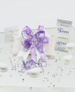 bomboniera farfalla tufano cristallo su sacchetto bustina avorio con fiocco bianco e viola