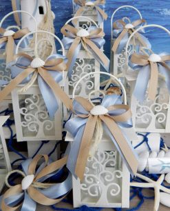 bomboniera lanterna albero della vita bianca a led con fiocchi confetti e conchiglia