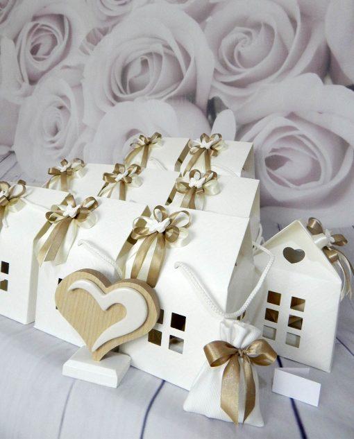 bomboniere cuore in legno con casetta in cartoncino
