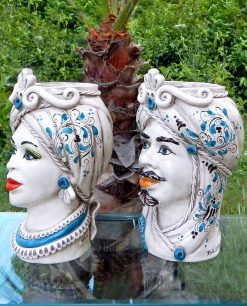 ceramica artistica di caltagirone teste di moro bianche con dettagli blu