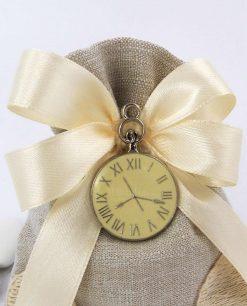 ciondolo orologio su sacchettino con nastro panna