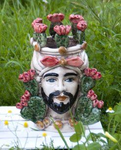 testa di moro re in ceramica di caltagirone colorata con fichi dindia