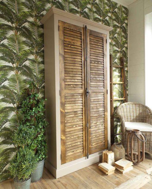 armadio in legno massello anticato
