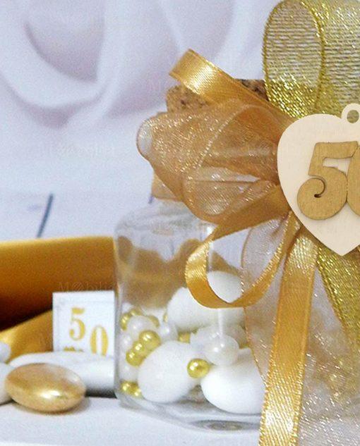 barattolino con confetti perline oro e ciondolo legno numero 50