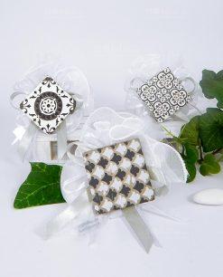 bomboniera magnete cemento 3 decori su sacchetto tulle bianco