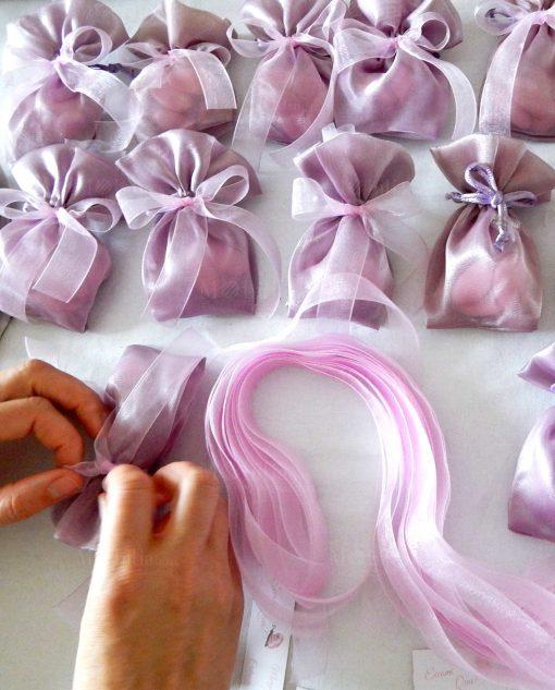 bomboniera sacchetto portaconfetti viola con farfalla gesso
