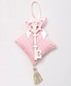 chiave porcellana con cuscino rosa per bomboniere ad emozioni