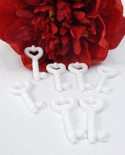 chiavi in gesso bianco con cuore per bomboniere