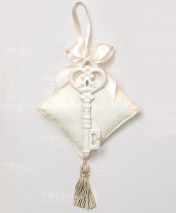 cuscino portaconfetti avorio con chiave in porcellana bianca ad emozioni