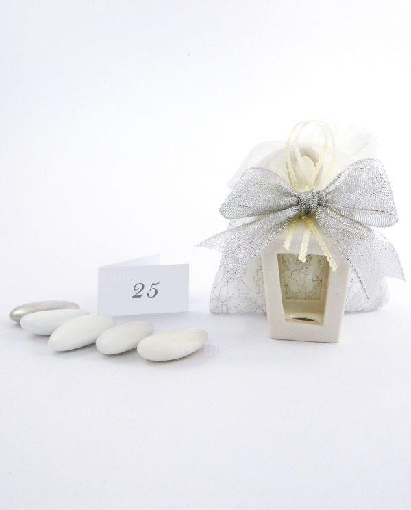 bomboniera lanterna porcellana bianca con sacchettino cotone e nastro argento