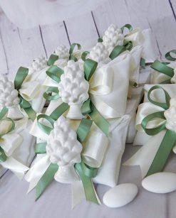 bomboniera artigianale magnete pigna bianca in ceramica di caltagirone