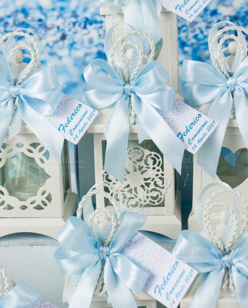 bomboniera lanterna bianca portacandela con cordoncino e fiocco azzurro a 4